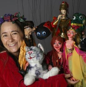 Charlotte Dore of Rosalita's Puppets